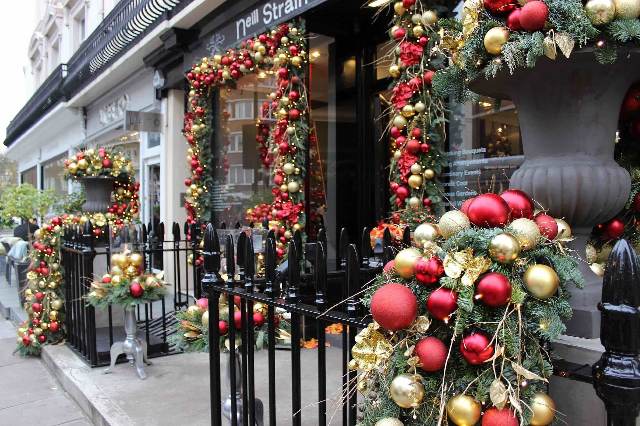 Neill Strain, Christmas, 2015, flowers, florists, famous london florists,  decorations,  gold and red
